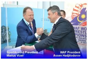Presidente WAF, presidente SportAccord echando un pulso